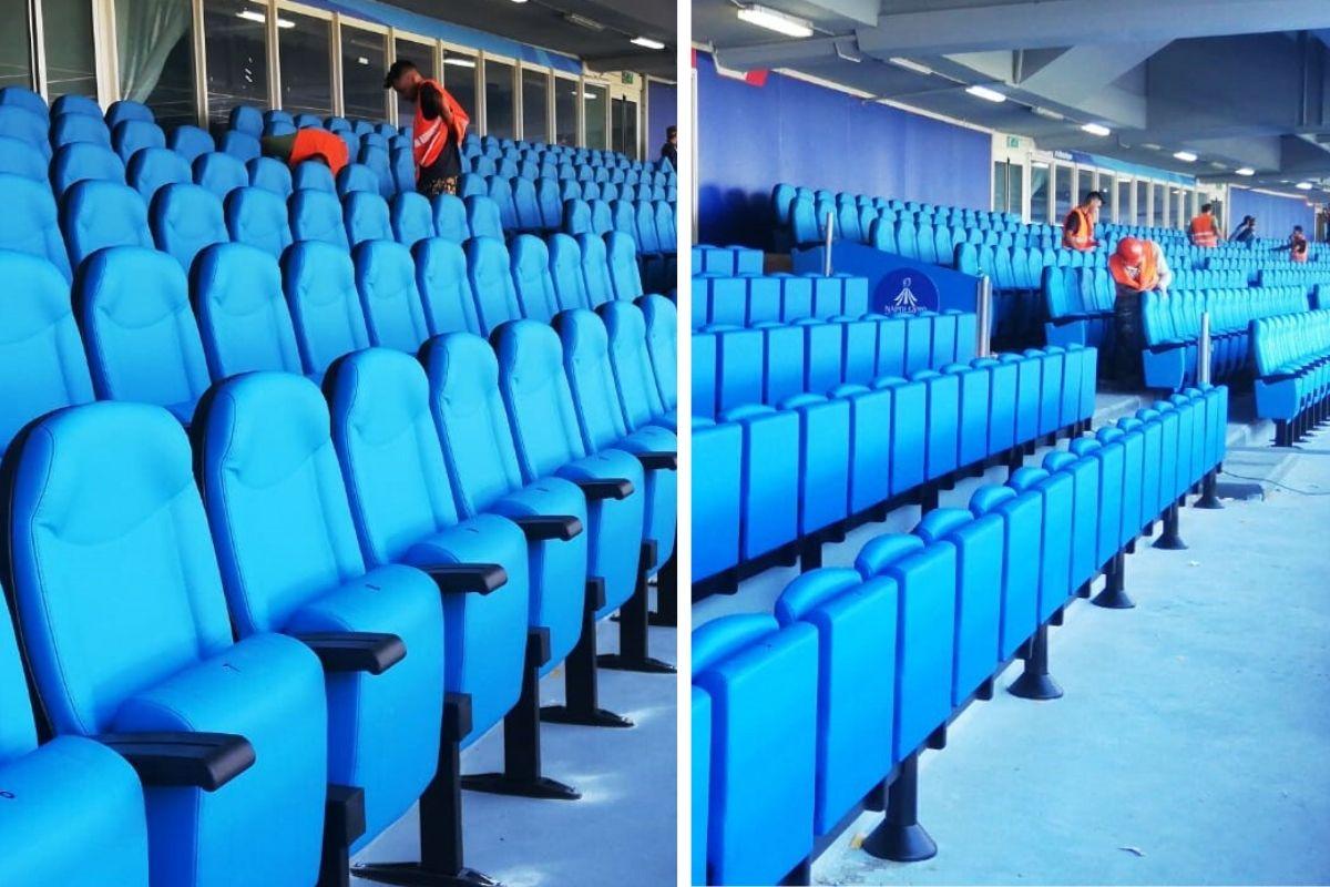 Due momenti della posa delle  poltrone MONDO, Stadio San Paolo
